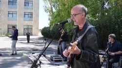 Lopalco da epidemiologo a rocker: con la chitarra omaggia gli operatori