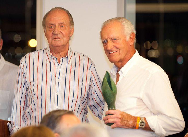 Juan Carlos I y Josep Cusí en el Club Naútico de Palma en agosto de 2011.