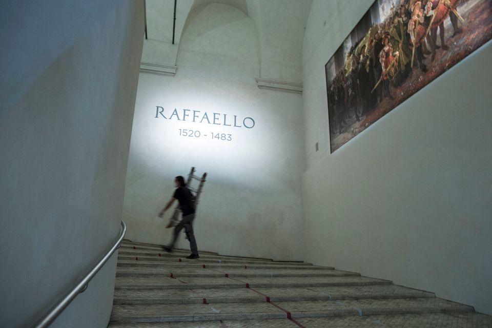 Πέντε λεπτά διορία: Το αυστηρό πρωτόκολλο της έκθεσης Ραφαήλ στη
