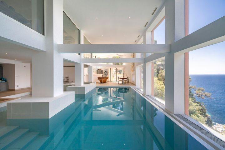 Η εσωτερική πισίνα.