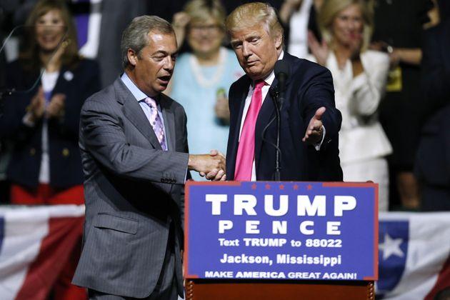 Nigel Farage lors d'un meeting de Trump dans le Mississipi en