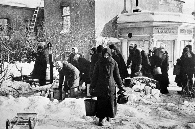 Civiles rusos durante el sitio de