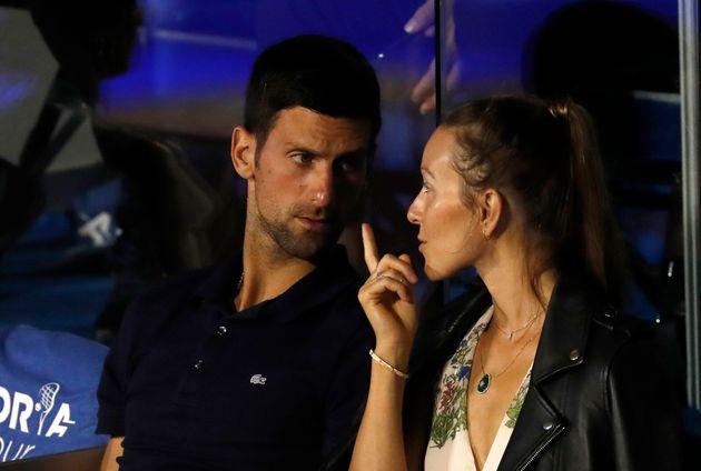 セルビアの首都ベオグラードで開かれたアドリア・ツアーの試合を観戦するノバク・ジョコビッチ選手(左)と妻のエレナさん(2020年6月14日撮影)