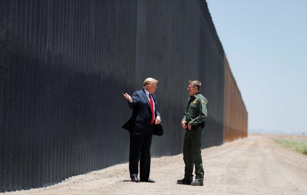 Trump presume de que su muro con México frenó el coronavirus pese ...