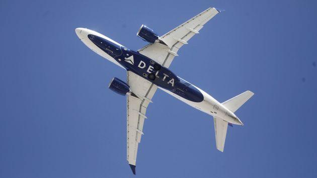 Un avion de la compagnie américaine Delta décollant de l'aéroport de Salt Lake City,...