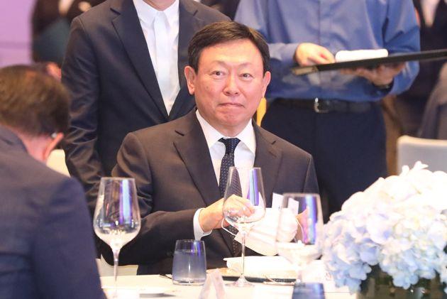 여유로운 표정의 신동빈 롯데그룹