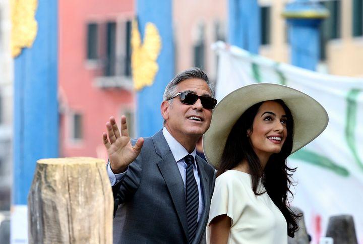 Ο Τζορτζ Κλούνεϊ και η Αμαλ Αλαμουντίν σε δημόσια εμφάνιση.