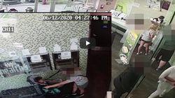 Απίστευτο βίντεο με γυναίκα που έβηξε επίτηδες στο πρόσωπο