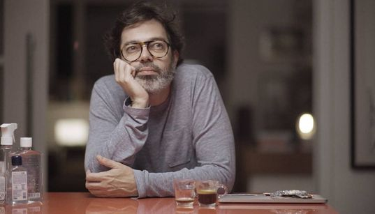 Gravado na casa de Bruno Mazzeo, 'Diário de um Confinado' brinca com perrengues da
