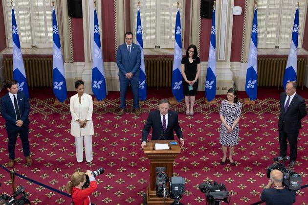 L'annonce du remaniement ministériel dans le Salon rouge de l'Assemblée nationale à Québec, le 22 juin