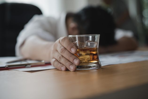 Cleardrink: Tεστ Έλληνα επιστήμονα εντοπίζει τα νοθευμένα ποτά σε 7