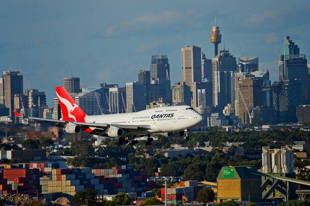 Η Qantas απολύει 6.000 εργαζόμενους και καθηλώνει στο έδαφος 100 αεροσκάφη λόγω
