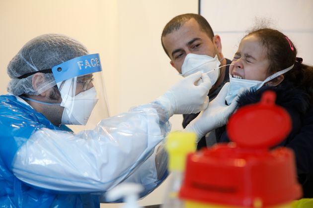 Un prélèvement nasal opéré à Strasbourg au coeur de l'épidémie...