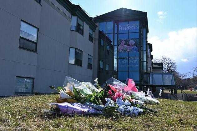 Plusieurs résidents du CHSLD Herron sont décédés après avoir contracté...