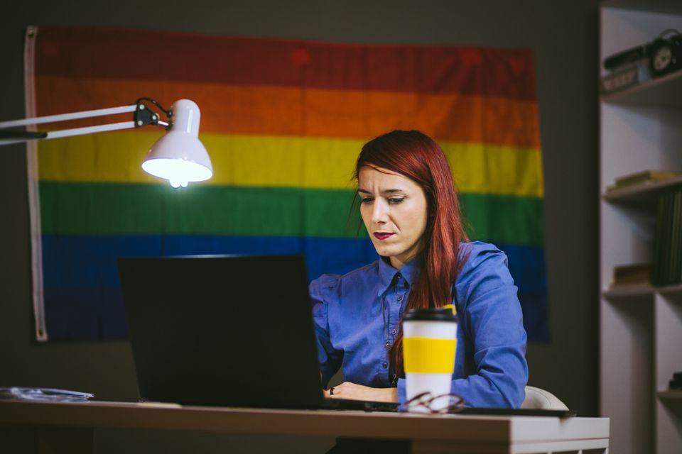 Στην Ελλάδα ακόμα δεν είναι εύκολο να πεις στην δουλειά σου πως ανήκεις στην ΛΟΑΤΚΙ