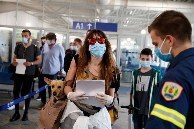 Μπλόκο στις απευθείας πτήσεις από Βρετανία και Σουηδία μέχρι 15