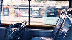 Rimprovera ragazzi senza mascherine sul bus, picchiato autista a