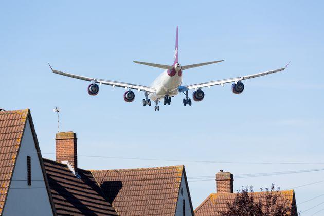 Les riverains proches d'Orly font face au retour des nuisances sonores dues au bruit des moteurs d'avions...