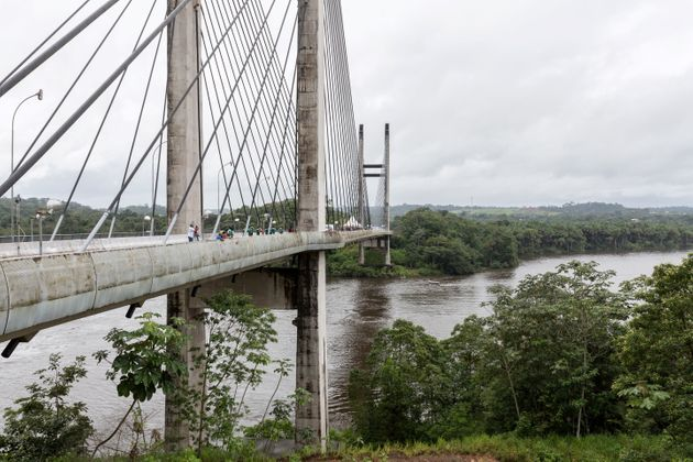 Le pont de Saint-Georges de l'Oyapock en Guyane est désromais