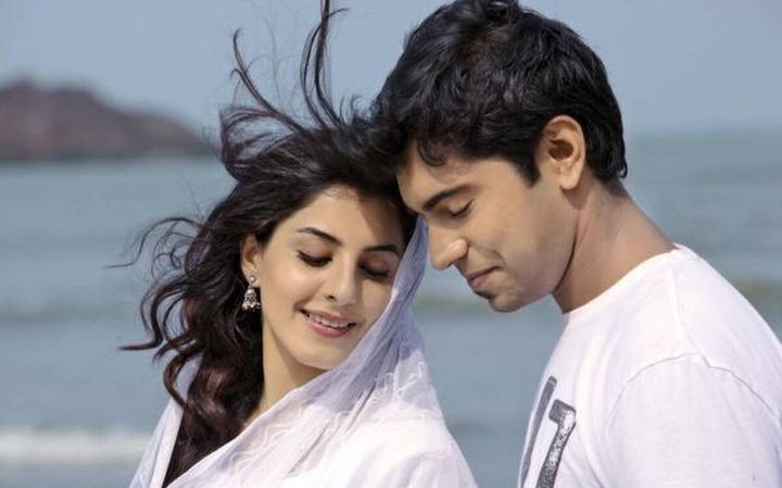 Isha Talwar and Nivin Pauly in 'Thattathin Marayathu'