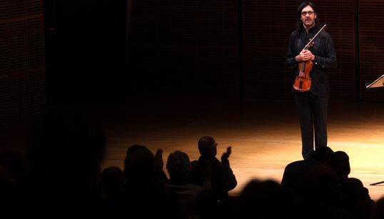 Ο Λεωνίδας Καβάκος στην Επίδαυρο: Η συναυλία - έκπληξη για τα 65 χρόνια του