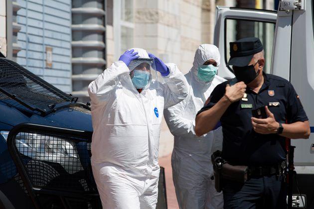 Sanitarios y policía llegan al centro de Málaga donde se ha registrado un nuevo