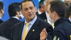 Wassef diz à Veja que abrigou Queiroz por questões humanitárias, pois queriam