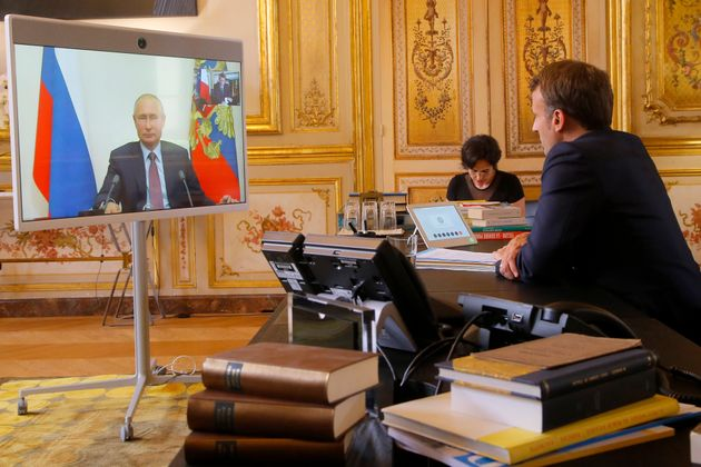 «Άνοιγμα» Μακρόν προς τη Ρωσία: «Μπορούμε να προχωρήσουμε» σε αρκετά