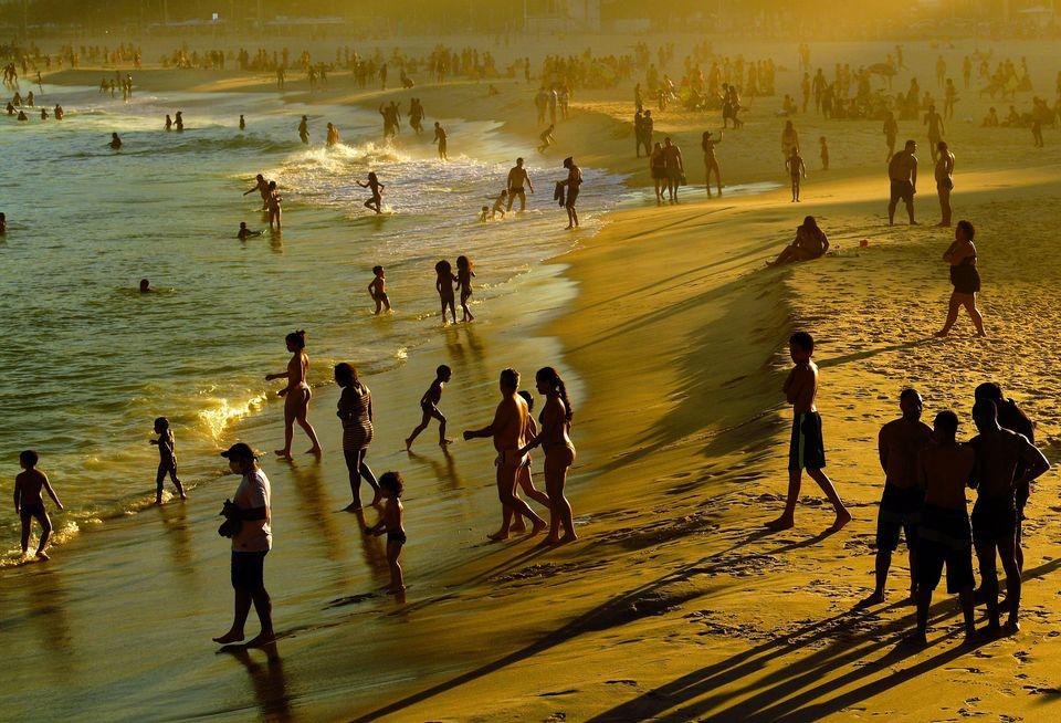 Em junho, os óbitos novos por covid-19 no estado do Rio caíram para 953 na semana de 7...