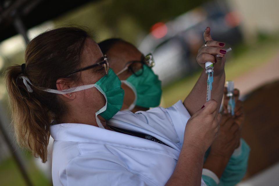 De acordo com o Ministério da Saúde, vacinação para covid-19 terá...