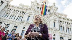 Manuela Carmena escribe un tuit por el Día del Orgullo y todos le responden lo
