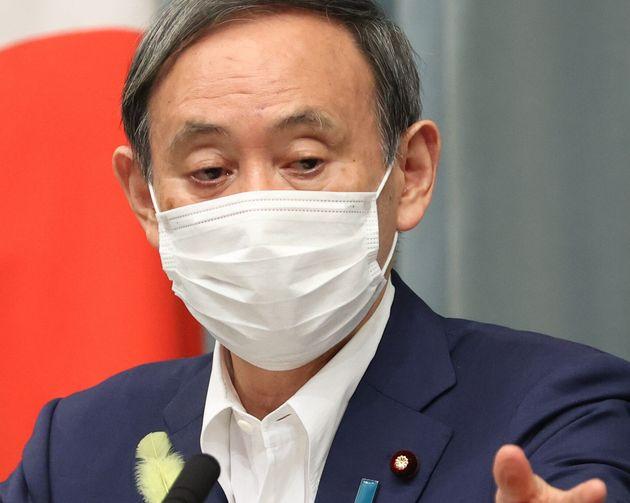 記者会見する菅義偉官房長官=29日午前、首相官邸