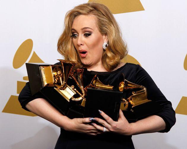 Adele arrasa al recuperar un vestido de hace cuatro años para mostrar su gran cambio