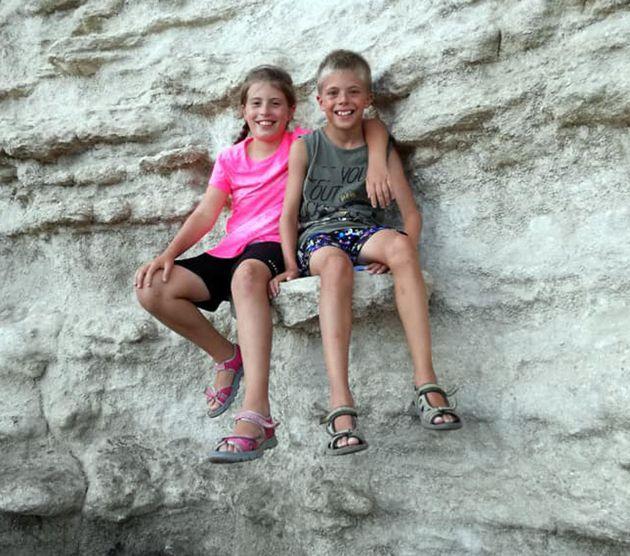 I figli gemelli di 12 anni di Mario Bressi, il 45enne che si è suicidato dopo averli uccisi a Margno,...