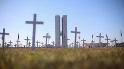 Mil cruces frente al Congreso brasileño recuerdan a Bolsonaro las víctimas del