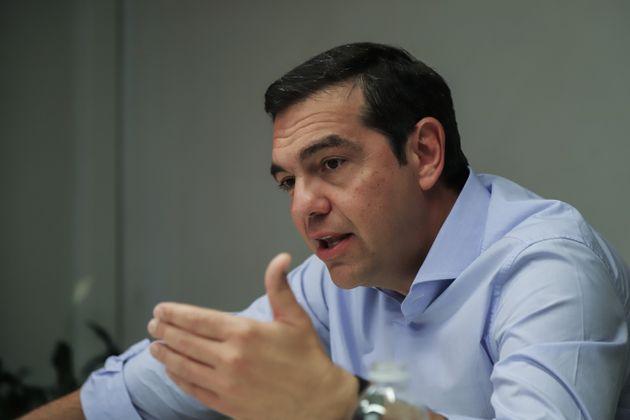 Τσίπρας: Οι εργαζόμενοι στον τουρισμό στο πιο βαθύ σκοτάδι και ο κ. Μητσοτάκης πουλάει