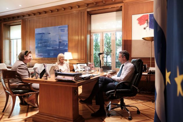 Ο πρωθυπουργός με την υπουργός Πολιτισμού Λίνα Μενδώνη και την Άννα