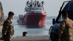 Une semaine après avoir repris le sauvetage des migrants, l'Ocean Viking déjà bloqué sans port où