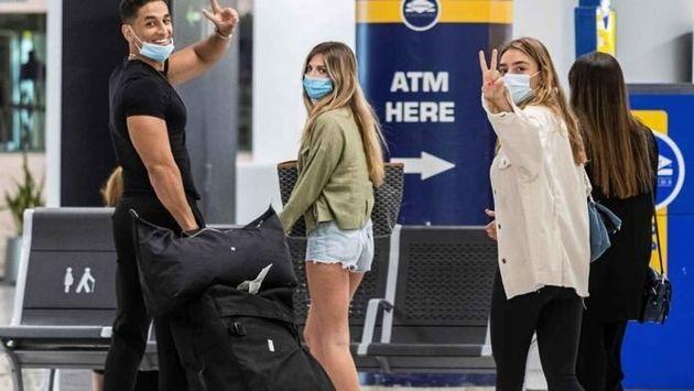 Un grupo de jóvenes a su llegada al Aeropuerto de Palma de