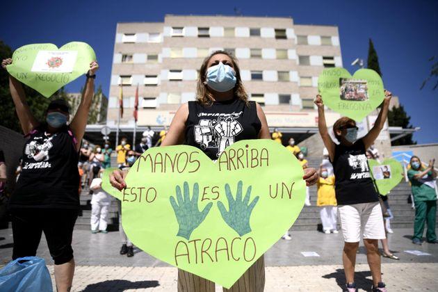 Trabajadoras de la limpieza se manifiestan en el Gregorio Marañón reivindicando la Sanidad