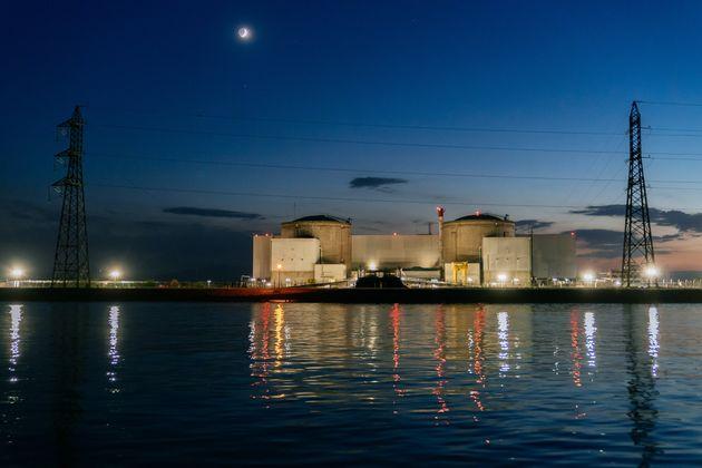 La centrale nucléaire de Fessenheim doit être débranchée du réseau...
