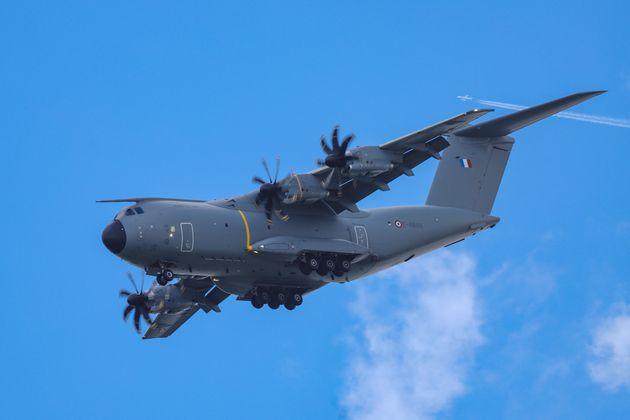 C'est à bord d'un AirbusA400 M de l'armée que deux malades du coronavirus ont été...