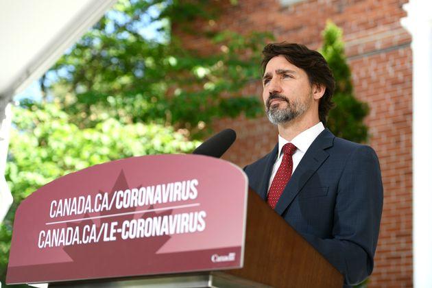 S'exprimant devant sa résidence, lundi matin, le premier ministre Justin Trudeau a déclaré...