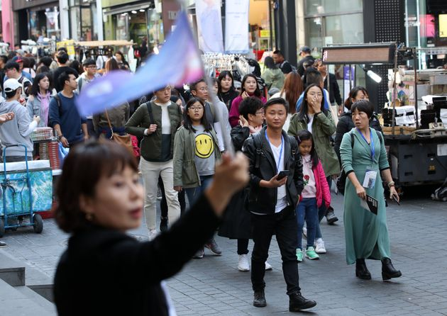 한국 명동을 방문한 중국인