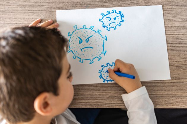 Little kid drawing a