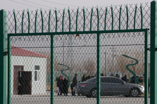 (자료사진) 아투스, 신장 위구르 자치구, 중국. 2018년 12월3일 - 중국 정부는 '교육 훈련 센터'라는 이름의 강제 수용소들을 운영해왔다. AP 취재 결과 중국 정부는 '너무...