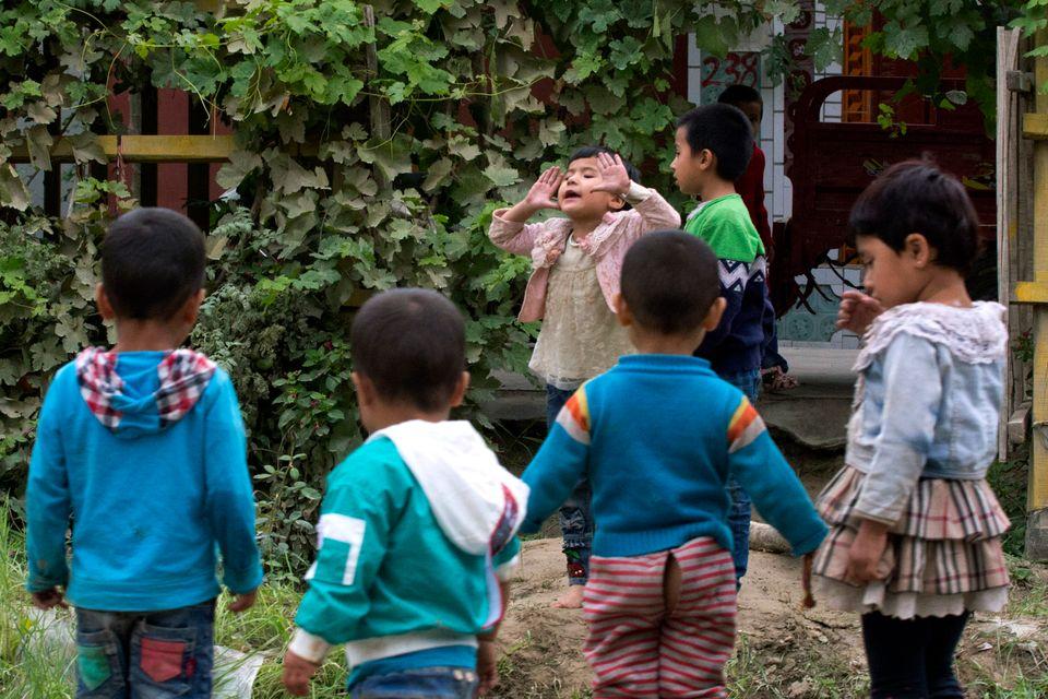 (자료사진) 허톈시, 신장 위구르 자치구, 중국. 2018년 8월30일 - 중국 정부는 위구르인, 카자흐인, 그밖의 무슬림이 다수인 소수민족들을 대상으로 강제 산아제한 정책을 시행해온...