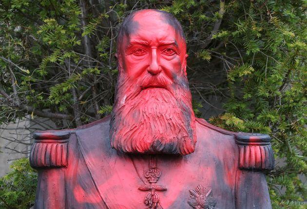 Ένα από τα αγάλματα του...