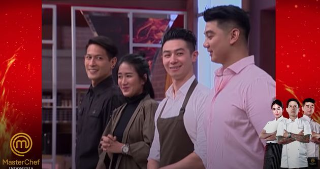 Reynold Poernomo on 'MasterChef Indonesia' with brother Arnold (far