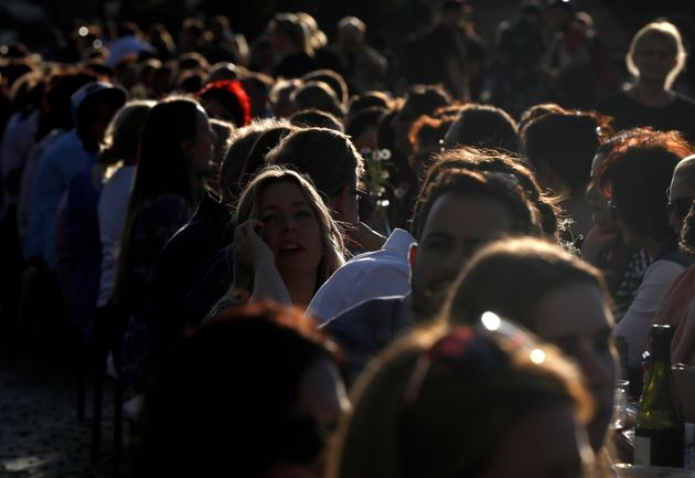 Τσεχία: Χιλιάδες άνθρωποι στην Πράγα γιόρτασαν «το τέλος του